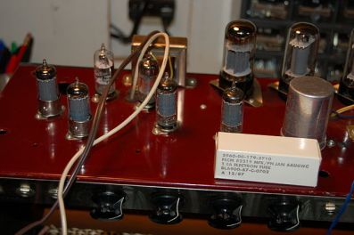 640px-teisco_74r_guitar_amp_281960s2c_black-on-red_cover29_-_new_tubes_282006-12-14_20-46-00_by_ian_abbott29